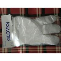 Полиэтиленовые одноразовые перчатки на планшетке